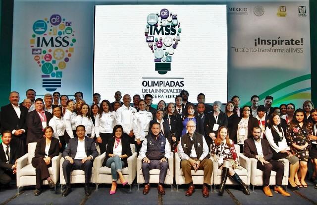 El Director General del Seguro Social, Tuffic Miguel, entregó premios y reconocimientos a proyectos ganadores de las Olimpiadas de la Innovación.