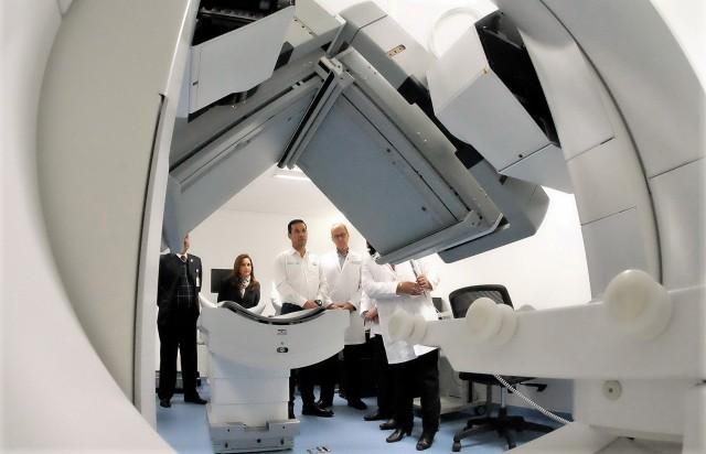 El Director General, Tuffic Miguel, puso en operación dos aceleradores lineales para el tratamiento de cáncer, una gammacámara y un resonador magnético para el diagnóstico de diversas enfermedades.