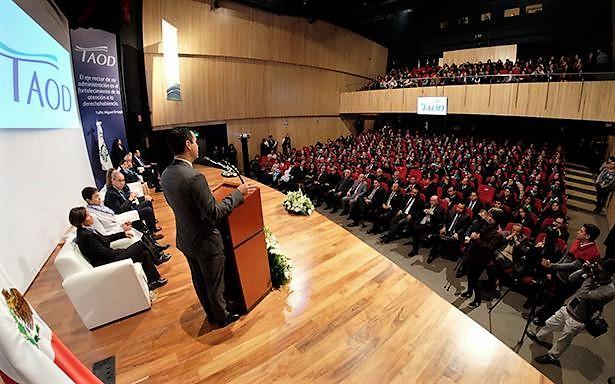 Al encabezar la Ceremonia Conmemorativa del Día de las Técnicas y Técnicos en Atención y Orientación al Derechohabiente, señaló que estos resultados contribuyen a tener un IMSS más cercano a la gente.