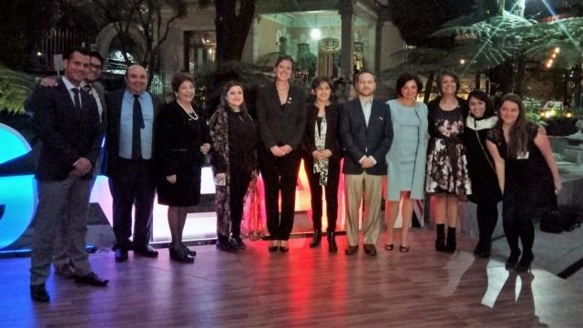 El programa Newton Fund de la Embajada Británica en México reconoció a el Dr. Caspar Chater y la Dra. Alejandra Covarrubias del IBT UNAM por su excelencia en colaboración científica y de innovación entre Mexico y el Reino Unido.