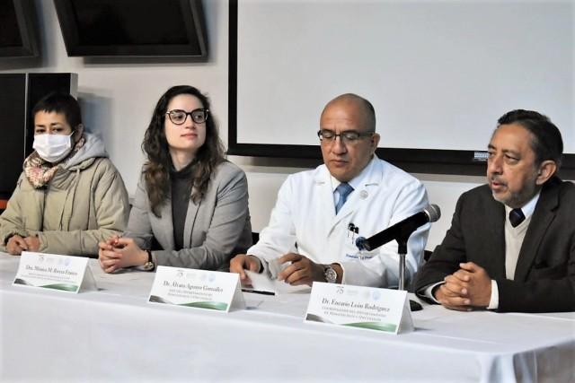 En la conferencia de prensa estuvieron presentes el jefe del Departamento de Hematología y Oncología, Álvaro Aguayo González y la doctora Mónica M. Rivera Franco, adscrita al Programa de Trasplante de Células Progenitoras Hematopoyéticas en Adultos, así como la señora Mónica Berenice Altamirano Huidobro, paciente trasplantada.