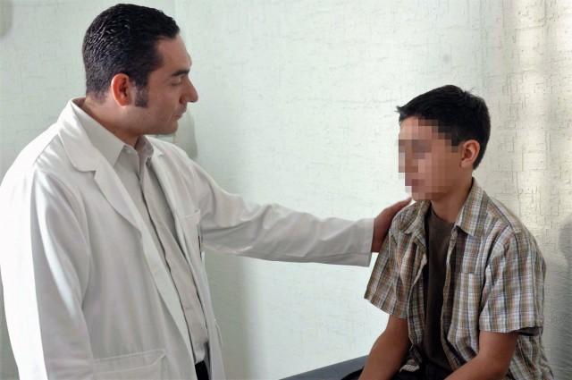 El varicocele se presenta en varones de entre 15 y 25 años de edad, y es más frecuente en el testículo izquierdo.Causa la disminución en la producción y calidad de los espermatozoides