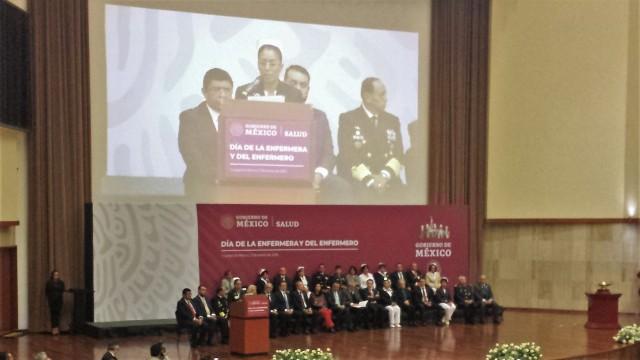El doctor Alcocer Varela encabezó la ceremonia del Día de la Enfermera y el Enfermero.