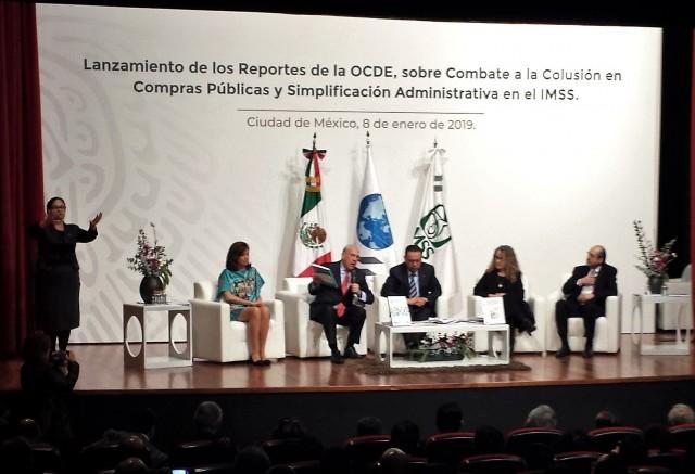 En el evento, efectuado en el Teatro Juan Moisés Calleja García del Seguro Social, también estuvieron presentes la Directora de la OCDE y Sherpa del G-20, Gabriela Ramos, representantes del Consejo Técnico del Seguro Social, así como directores normativos del Instituto.