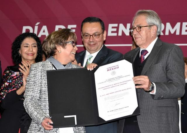 """Mérito en Enfermería """"Graciela Arroyo de Cordero"""" a la maestra en Ciencias Ana María Cristina Reyes Reyes."""