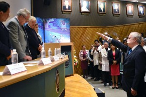 El Secretario de Salud, Jorge Alcocer Varela, le tomó protesta.