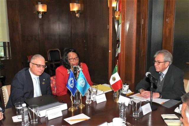 La doctora Carissa F. Etienne reconoció el interés del Secretario de Salud en que México juegue un papel importante en la OPS/OMS, ya que es una nación que siempre se ha caracterizado por ser un socio activo en la definición de la agenda de salud, apegada a las prioridades y realidades de la región.