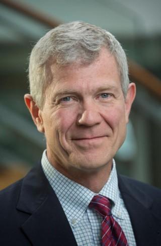 El Dr. Scott Ramsey es co-presidente del comité de atención de cáncer de SWOG Cancer Research Network, y autor principal de un nuevo estudio que muestra altas tasas de hepatitis B y C no diagnosticadas entre los pacientes con cáncer.