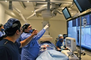 implementación de la válvula aórtica supra anular autoexpandible con liberación superior-a-inferior para corazón