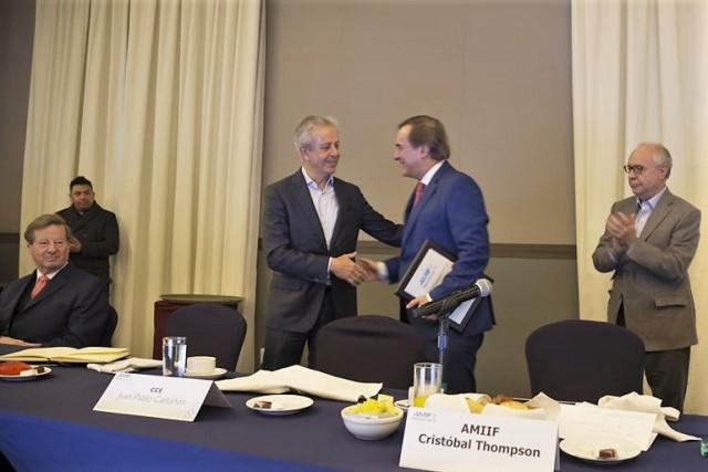 Con esta firma AMIIF da continuidad a una serie de esfuerzos en esta materia junto con organismos nacionales e internacionales.