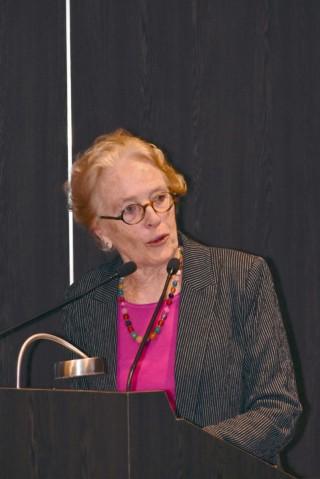 Asa Cristina Laurell destacó la importancia del trabajo de los estomatólogos en la docencia, la investigación y sobre todo, la práctica institucional, primordial para mejorar la salud de la población.