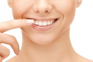 Expertos de La Clínica Dental y la Asociación Colgate, concuerdan que el 75 % de las personas que presentan este padecimiento se origina en la boca.