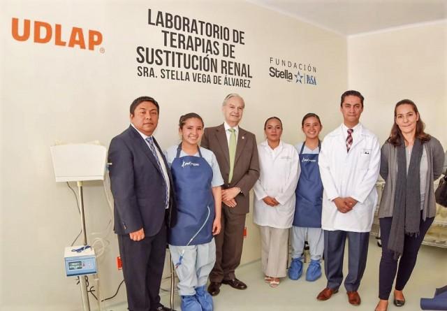 La Universidad de las Américas Puebla inaugura Laboratorio de terapia de sustitución renal «Sra. Stella Vega de Álvarez», para impartir diplomado a través de UDLAP Consultores.