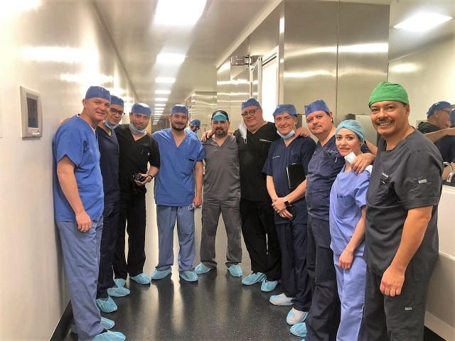El primer transplante de útero en México se realizó el pasado 18 de febrero en la Ciudad de Chihuahua y tuvo una duración de 12 horas. El equipo de doctores estuvo liderado por el Dr. Jaime Arturo Escárcega Preciado y el Dr. Manuel Gerardo Leal Almeida.
