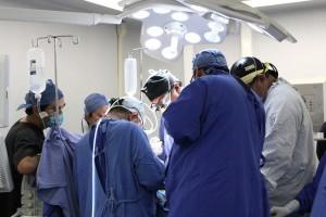 La operación fue realizada por un equipo de especialistas a un hombre de 23 años de edad, con insuficiencia renal y cardiopatía dilatada urémica.