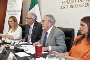 El titular de Salud compareció ante la Comisión de Salud en el Senado de la República.