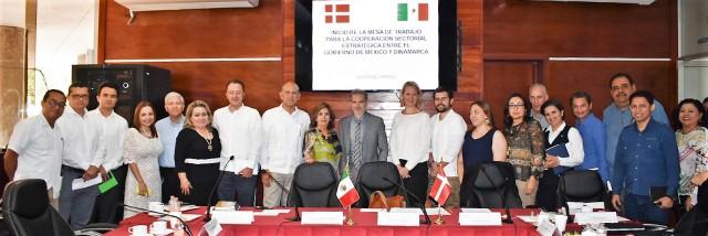 En la reunión estuvieron presentes, el delegado regional del Sistema Nacional de Salud para la implementación del Acuerdo en el sureste del país, Juan Ferrer, entre otros funcionarios de la Secretaría de Salud de Tabasco.