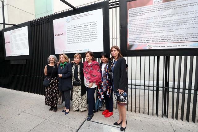 Asistieron la representante de ONU-mujeres en México, Belem Sanz, y las senadoras Bertha Alicia Caraveo Camarena, María Guadalupe Covarrubias Cervantes, Indira Kempis Martínez, Sasil De León Villard, Cecilia Sánchez García, y las defensoras de derechos humanos Mayela García, María Luisa Sánchez.