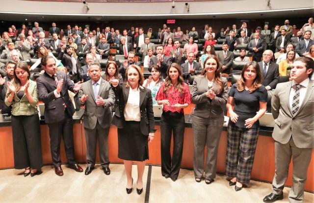 Martí Batres, le tomó la protesta de ley a la nueva servidora pública.