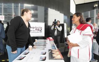 """Previo al evento, la senadora Jesusa Rodríguez inauguró la muestra """"Cáñamo Shop-Museo del cáñamo"""", donde aseguró que el comercio de este producto puede sacar a los campesinos de la pobreza extrema que viven."""