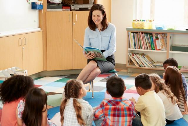 Aunque el preescolar es considerado obligatorio, lo que pasa con la educación inicial no está debidamente regulado y queda a cargo de instituciones de asistencia social; entonces se concibe este servicio como algo de segunda.