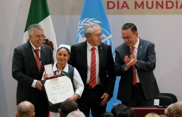 """Premio Enfermera """"Isabel Cendala y Gómez"""", de Salud Pública y Enfermería Comunitaria, fue para la Elva Sugey Torres Soria"""