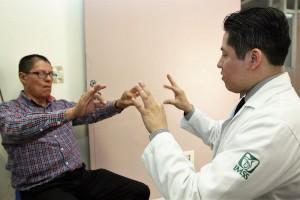 Temblor, rigidez, disminución en movimiento e inestabilidad postural son algunos de los principales síntomas.