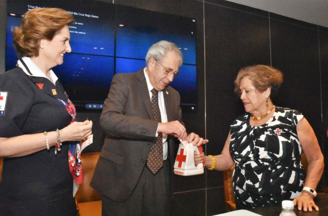 El Secretario de Salud inauguró la Colecta Anual 2019 de la Cruz Roja Mexicana en la dependencia y llamó a reflexionar sobre la importancia de servir al prójimo.
