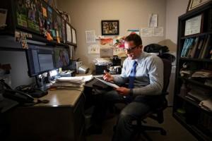 Kevin Pearson en su laboratorio