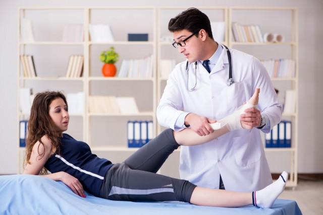 Si el esguince no mejora después de dos o tres días, consulta con el médico.