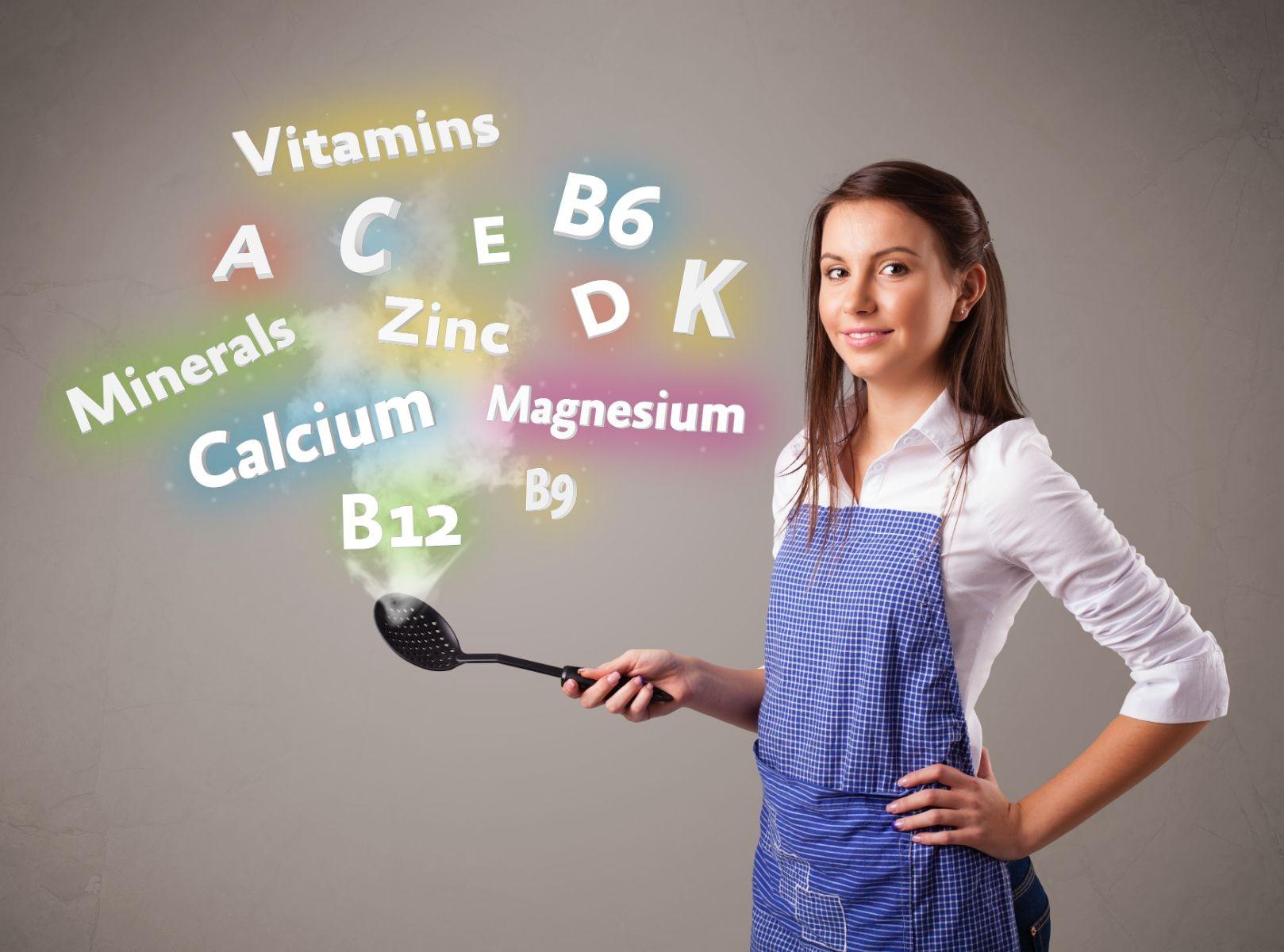 mujer al lado de iconos de vitaminas