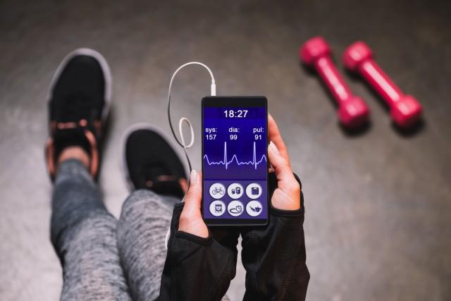 La aplicación de teléfono móvil diseñada para motivar la actividad física en las mujeres es prometedora en el juicio