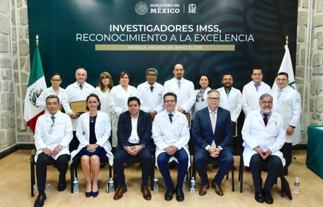 El Director de Prestaciones Médicas, Víctor Hugo Borja Aburto, destacó que los galardonados han hecho grandes aportaciones en epidemiología, enfermedades renales, genéticas, leucemias infantiles y toxicología