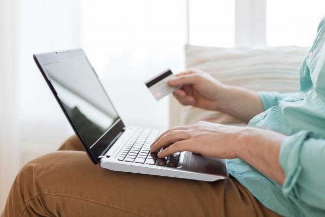 Tarjetas de crédito VS tarjetas de servicio: ¿Cuál es la diferencia?