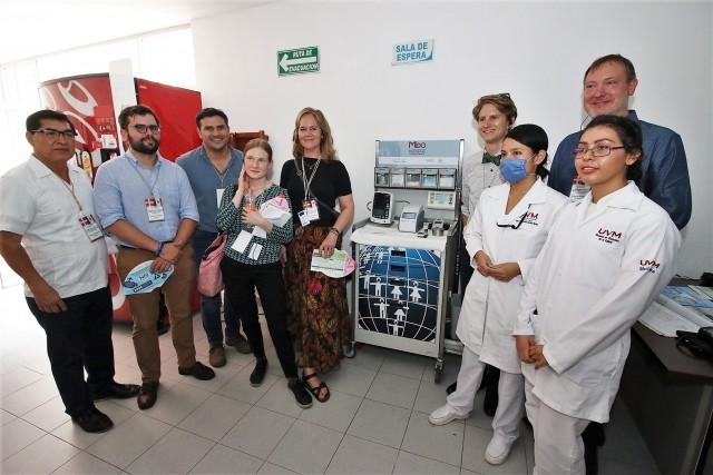 La delegación Danesa conoció la atención primaria que ofrecen unidades médicas y hospitales de la entidad. La fotografía editada para borrar una marcas comerciales.