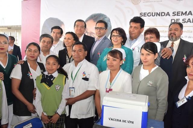 """Con el lema """"Las vacunas son gratuitas. Por el bien de la familia y de México, Vacúnalos"""", se lanzó en Tlaxcala esta jornada sanitaria"""