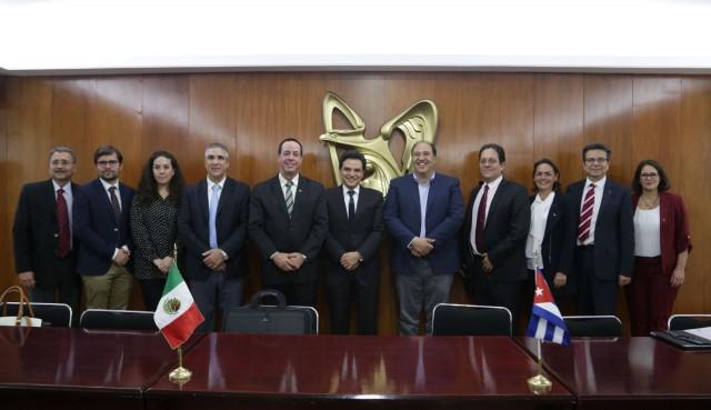 El director del Seguro Social, Zoé Robledo, recibió al doctor José Ángel Portal Miranda, ministro de Salud Pública de Cuba.