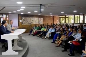 El Centro Integral de Salud Mental (Cisame) no cierra sus servicios, por el contrario, seguirá funcionando e incluso se fortalecerán sus capacidades, para avanzar en el campo de la prevención, la rehabilitación y la integración social de salud mental, con una perspectiva humanista, afirmó el subsecretario de Prevención y Promoción de la Salud, Hugo López-Gatell Ramírez, al sostener un diálogo con el personal de este centro.
