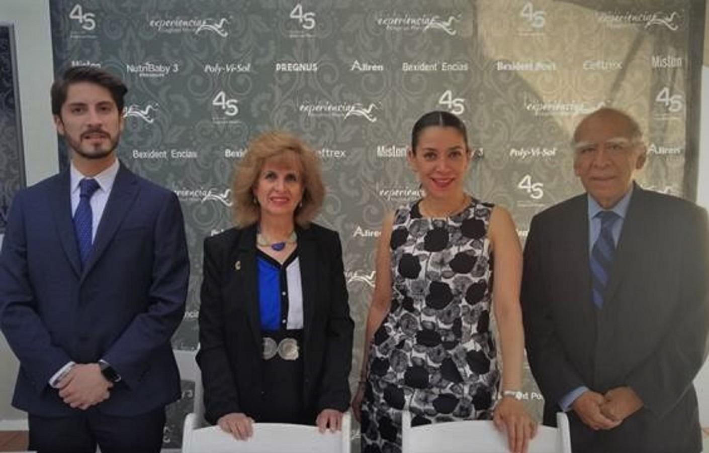 César Tinoco, Alicia Robledo Galván, María del Rocío Guillén, y Marte Hernández Porras