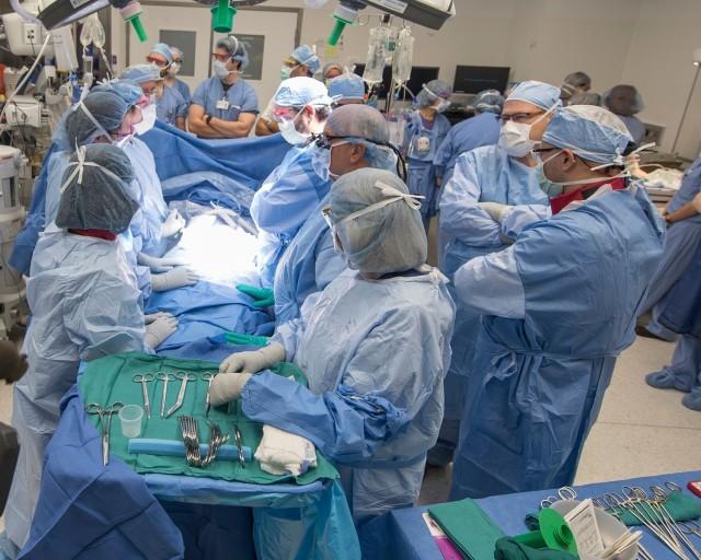 Nace bebé en útero trasplantado de donante fallecida