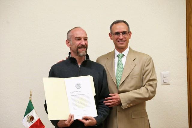 El subsecretario de Prevención y Promoción de la Salud, Hugo López-Gatell, le dio posesión del cargo. La Comisión Nacional contra las Adicciones es un órgano administrativo desconcentrado de la Secretaría de Salud.