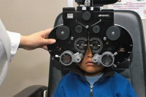En este regreso a clases, una visita al oftalmólogo o al optometrista es un buen momento para hacer una valoración de la agudeza visual de los menores.