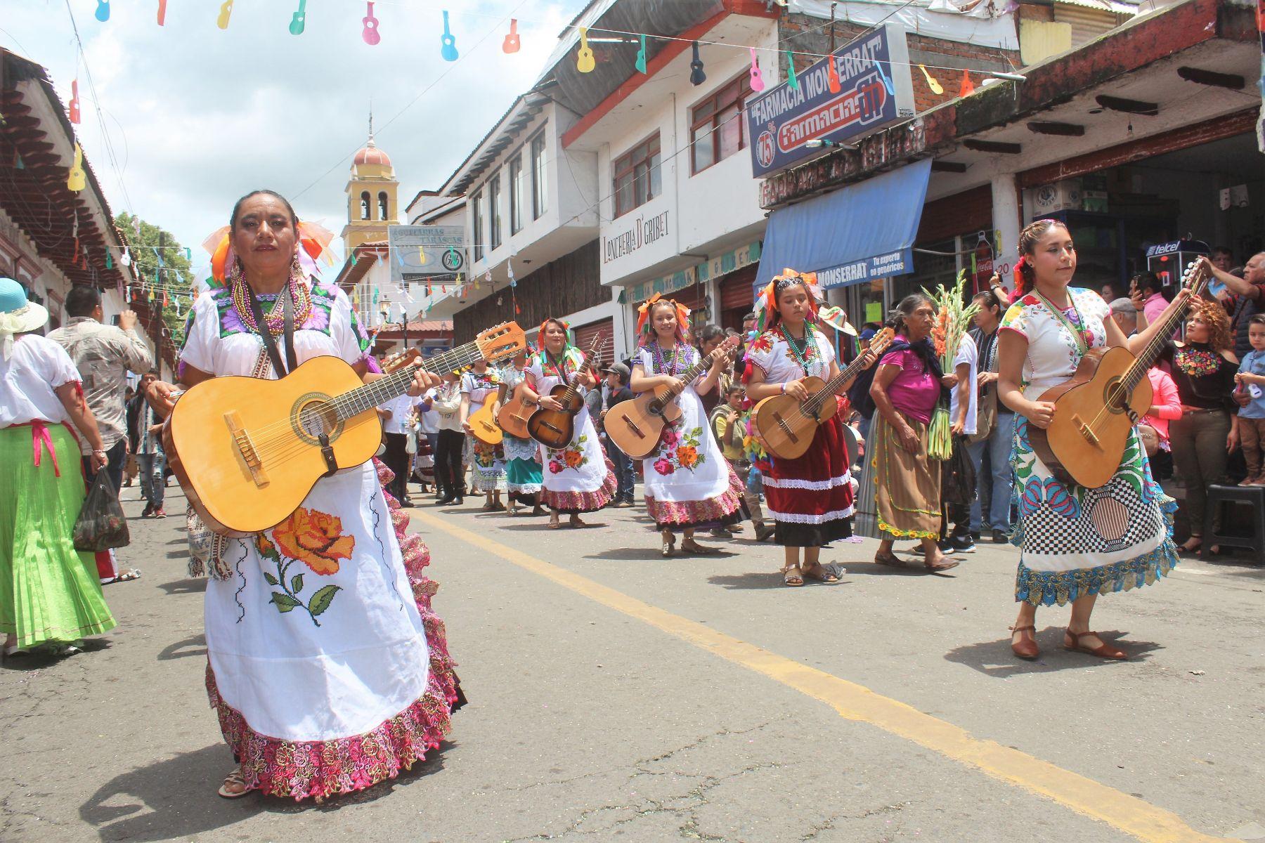 Se llevará acabo del 3 al 11 de agosto en Paracho, Michoacán la XLVI Feria  Internacional de la Guitarra - Plenilunia