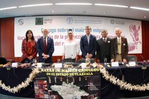 La senadora Ana Lilia Rivera Rivera, aseguró que México  debe ir por la defensa de la soberanía alimentaria y evitar que las grandes empresas monopolicen el consumo agroindustrial del maíz.