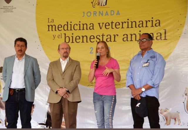 En la inauguración estuvieron también José Ángel Gutiérrez y Alejandro Rodríguez, secretarios General y de Medicina de la FMVZ, respectivamente.