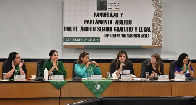 y parlamento abierto por el aborto seguro, gratuito y legal.