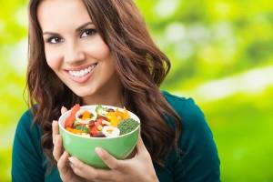 Consumo excesivo de sodio, factor de  riesgo para el desarrollo de hipertensión, problemas en corazón, cerebro y riñones.