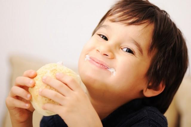 Este producto rediseñado con nuevos contenidos nutrimentales cuenta con las regulaciones establecidas por la Organización Mundial de la Salud para niños en edad escolar, de entre 6 y 12 años de edad, señalan expertos.