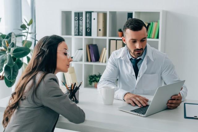SafeTrack permite la notificación fácil, rápida y cómoda de los efectos adversos de los medicamentos y dispositivos comercializados por Bayer en México a pacientes, consumidores, familiares, amigos, cuidadores y profesionales de la salud.