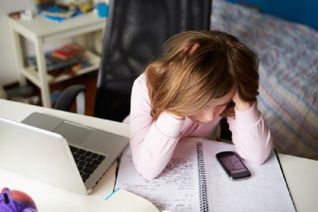 Es indispensable que los padres, profesores y adultos en general, se mantengan cerca de los jóvenes, sepan que es lo que está sucediendo en su vida.